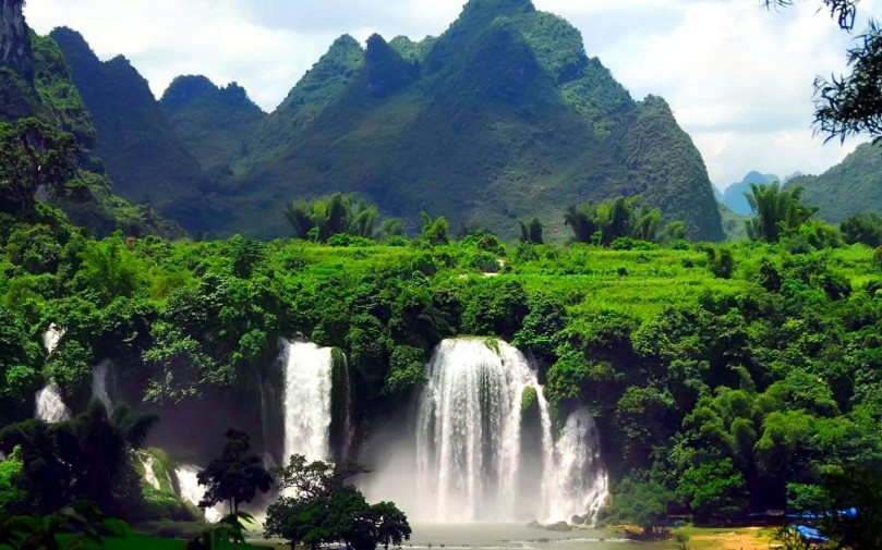 Tropical-Forest-Mountains-Waterfall-1600x2560