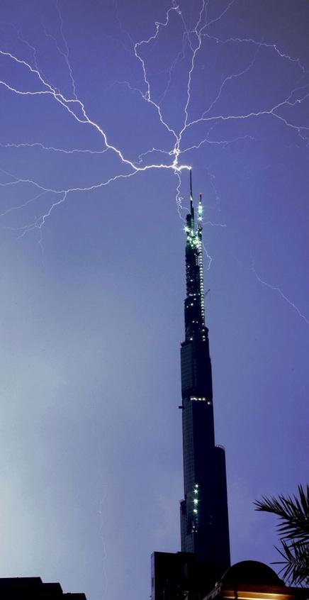 burj_dubai_lightning