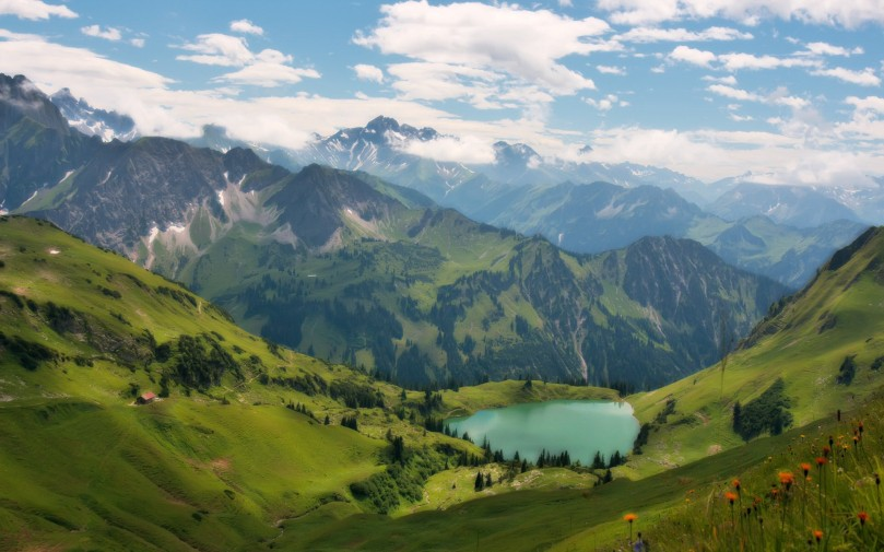 Lake-in-the-mountains