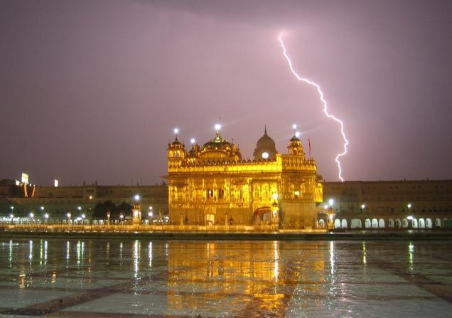 golden-temple-lightning