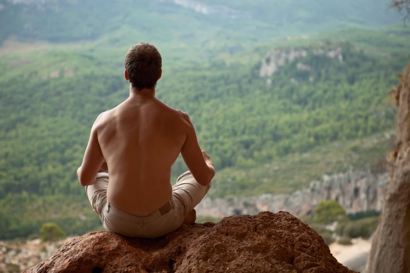 primal-man-meditating